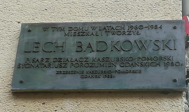 Plik:Tablica pamiątkowa Lecha Bądkowskiego.jpg