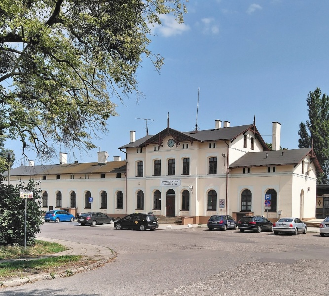 Plik:Dworzec w Oliwie.JPG